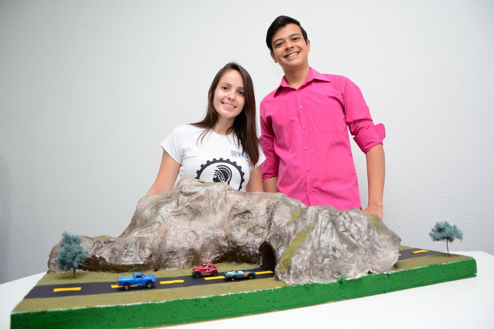 Acad�micos de Engenharia Civil desenvolvem maquetes para a disciplina: Geologia e Sondagem de Solo
