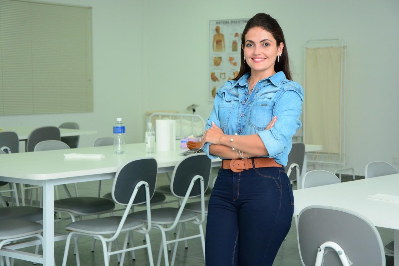 Ana Karolina Lopes assume coordena��o do curso de enfermagem da FAP