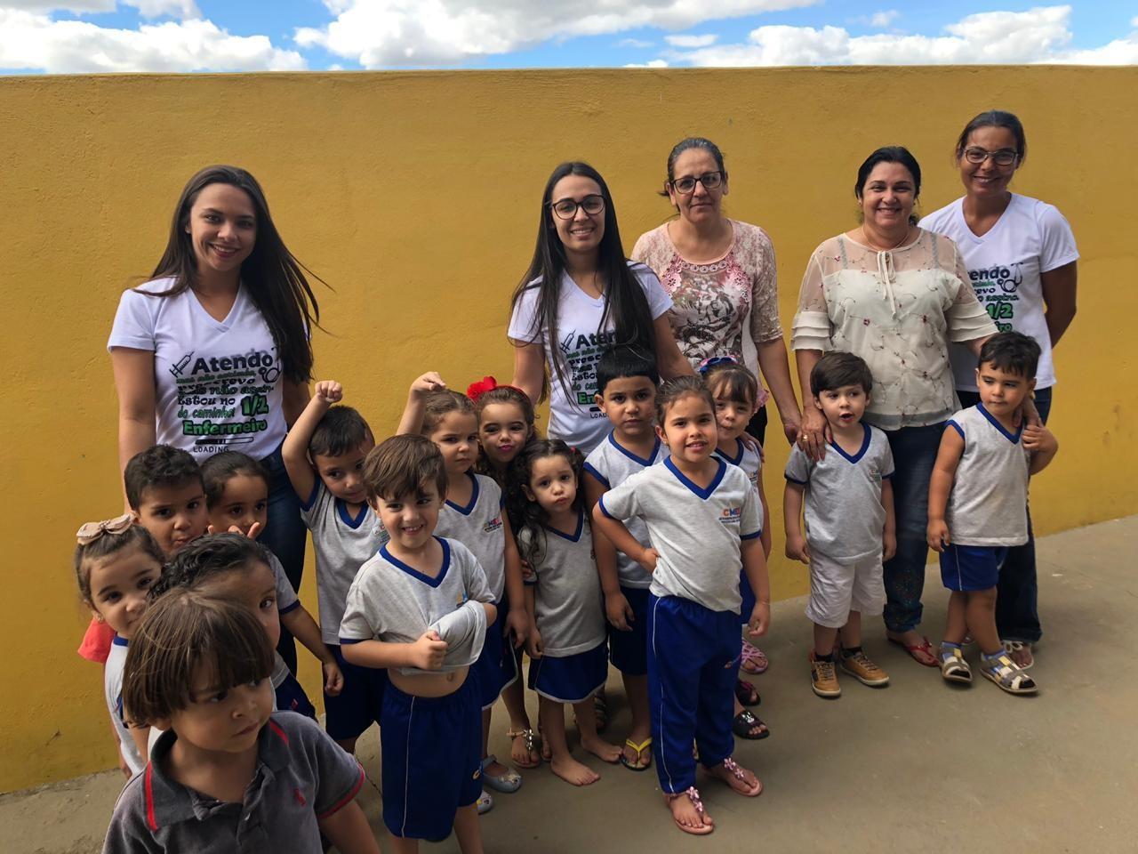 Acad�micos de Enfermagem da FAP visitam creches  e levam orienta��es sobre sa�de