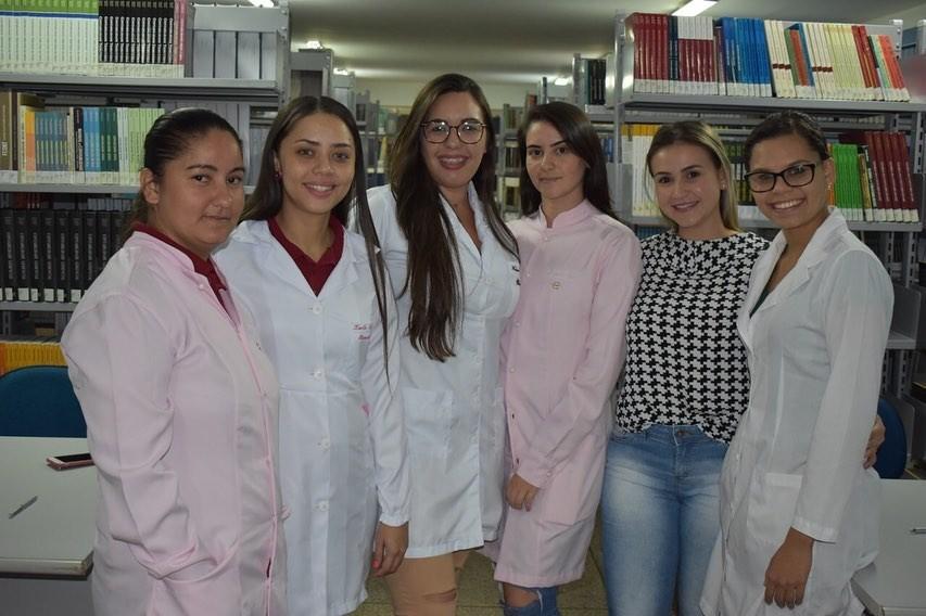 Alunas do curso de Biomedicina realizam teste sensorial em aula pr�tica